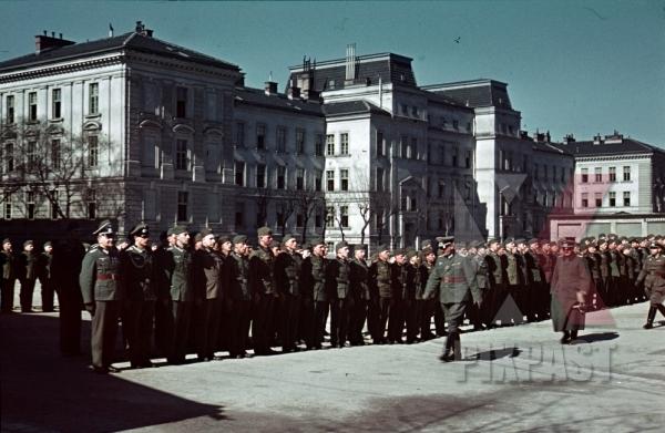 stock-photo-austria-vienna-wien-1940-wehrmacht-kaserne-barracks-german-general-staff-troop-inspection-10703.jpg
