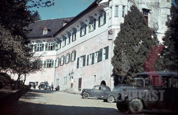 stock-photo-schloss-hofen-lochau-austria-1939-kaserne-barracks-wehrmacht-trucks-and-staff-car-american-car-11194.jpg