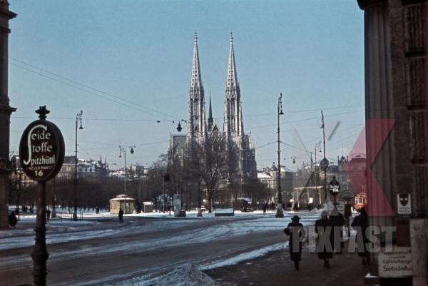 stock-photo-votive-church-in-vienna-austria-1940-12825.jpg