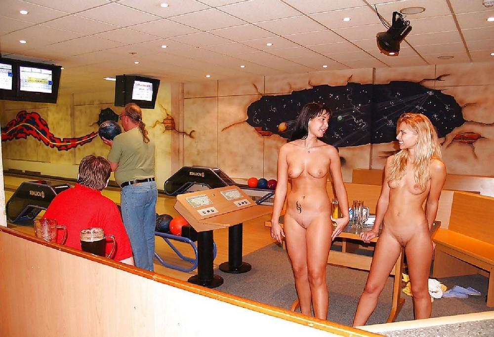 девушка разделась перед камерой на спор смотреть онлайн