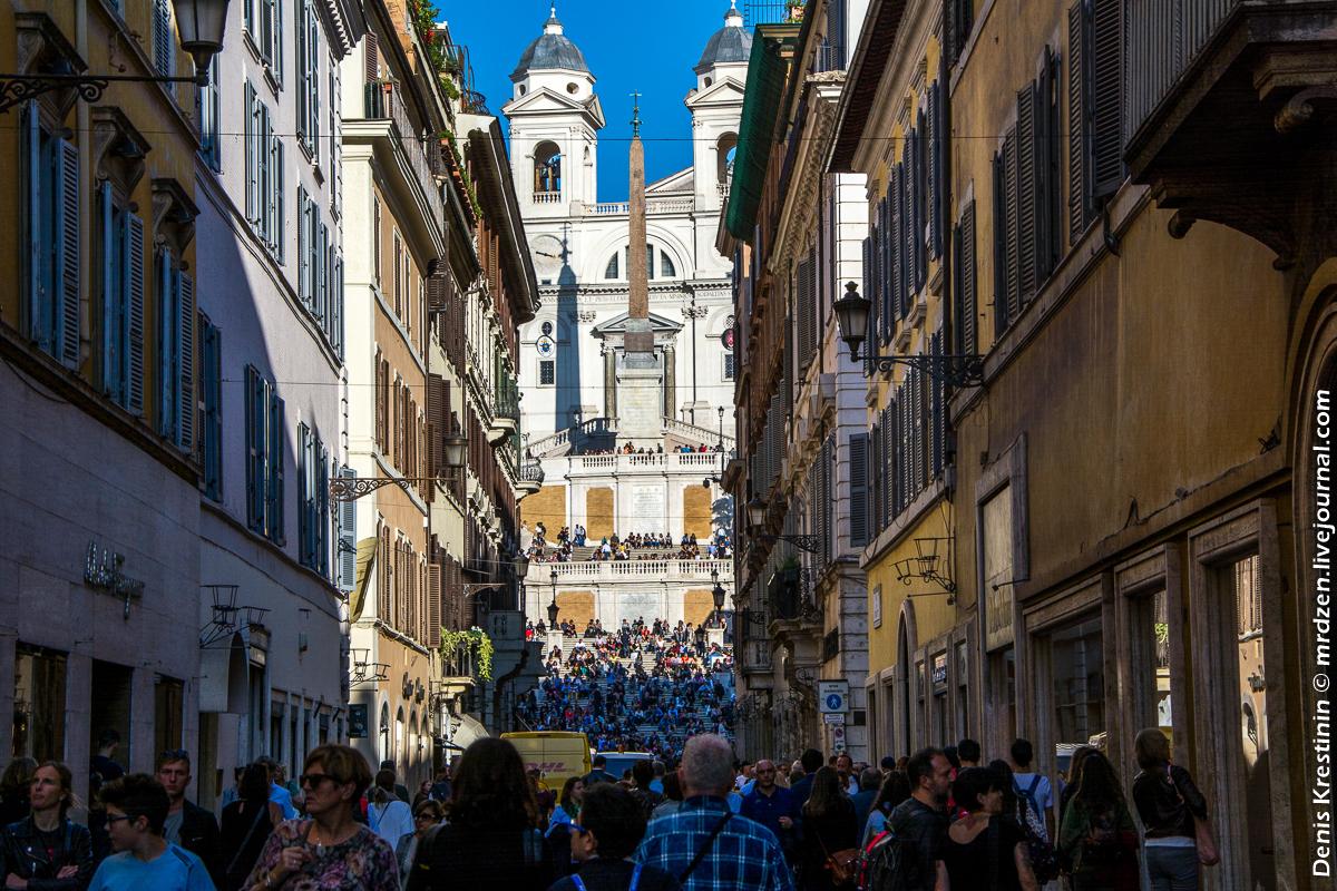 Жутко туристическая ул. Виа деи Кондотти (Via dei Condotti)