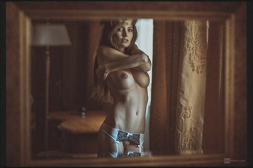 Девушка и Зеркало. 18+ (103 фото)