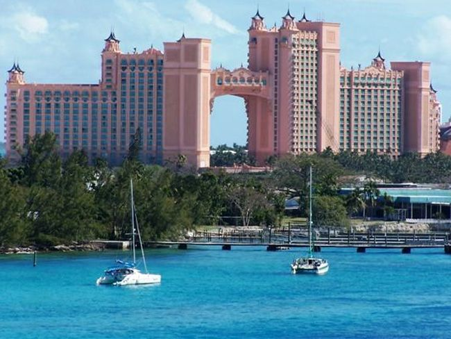 2. Atlantis Resort (остров Парадайз, Багамы, США) На Багамских островах расположено великолепное зда