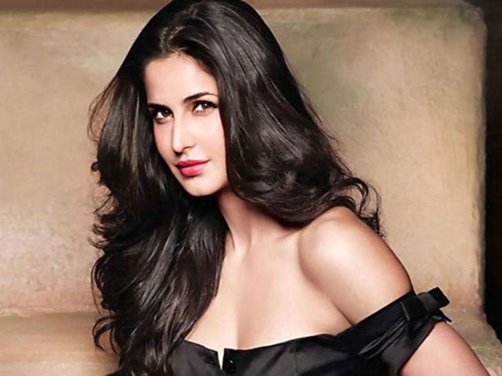 Индийская модель и актриса. Родилась в Гонконге в семье кашмирца и британки. Много путешествовала по