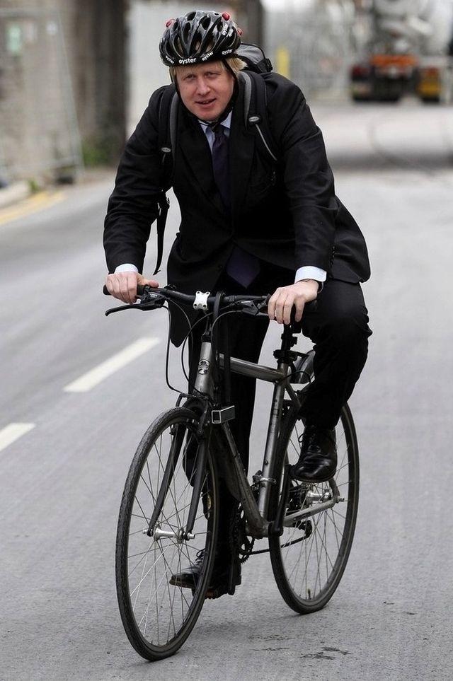 4. Мэр Лондона Мистер Борис Джонсон, мэр Лондона, не стесняется ходить без галстука, свободно носит