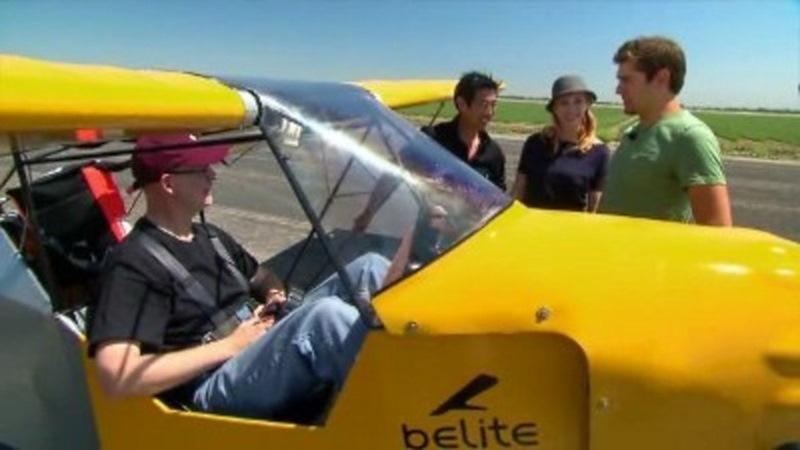 Колеса самолета вращаются свободно и фактически не играют никакой роли в его разгоне или торможении.