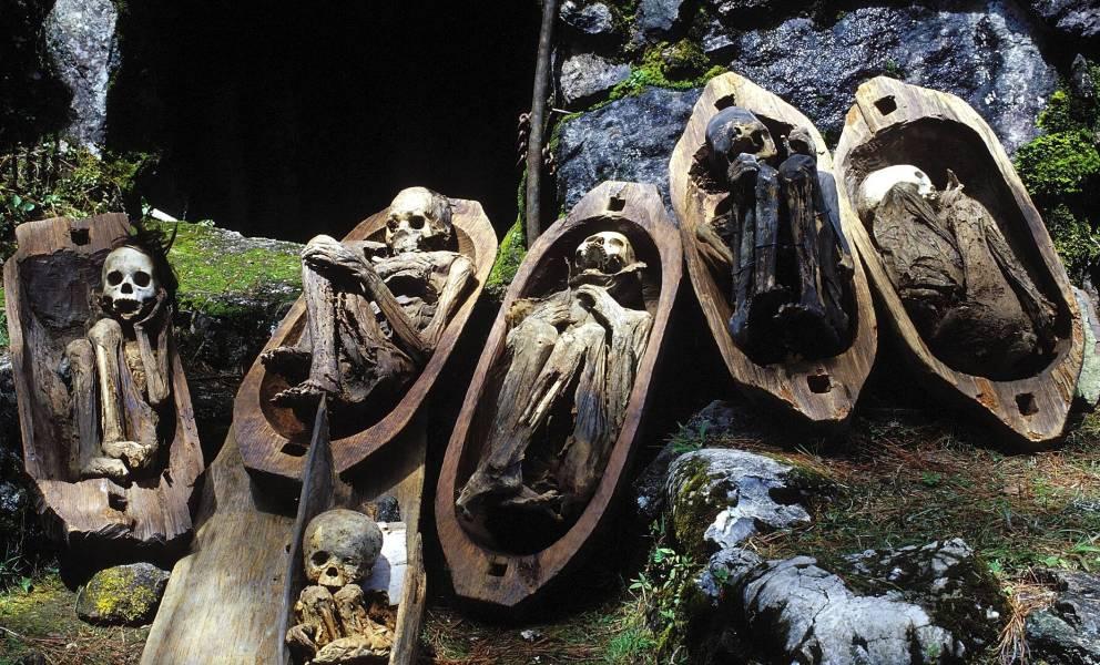 Уникальные огненные мумии Кабаяна (10 фото)