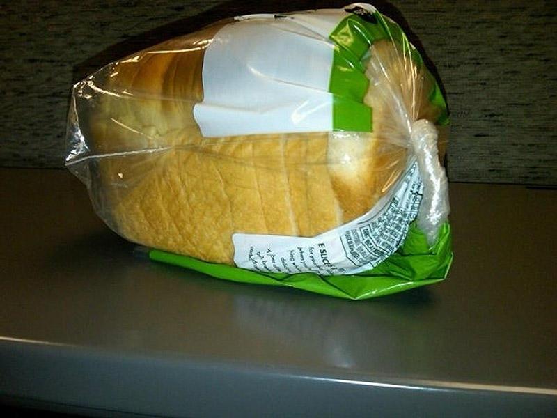 8. Закрывать пакеты с хлебом только скручивая и загиная. Никакой возни с прищепками.