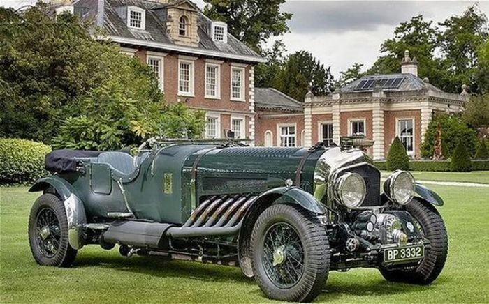 Раритетный Bentley с 27-литровым двигателем, выставленный на продажу за полмиллиона евро (5 фото)
