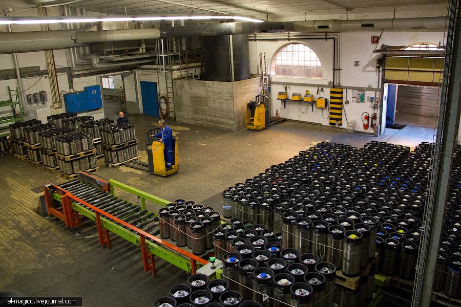 А еще при заводе есть музей старинных автомобилей, которые развозили пиво концерна.