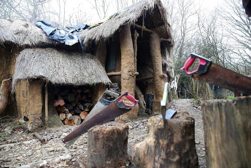 5. Есть камин и полки для продуктов. Настоящее жилище хоббита .