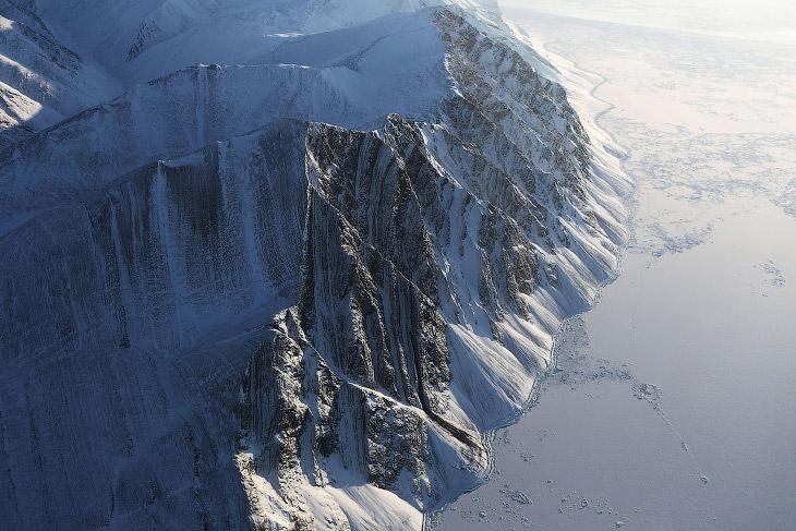 1. Авиабаза Ту?ле на севере Гренландии. Является самой северной авиабазой США, находясь в 1118