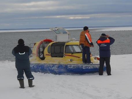 Трагедия вРФ: Набитый людьми автомобиль провалился под лед