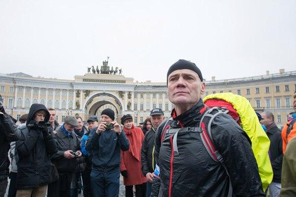 60-летний петербуржец обошёл всю Землю пешком за 676 дней .