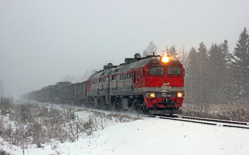 2М62-1043 на перегоне Новодугинская - Сычёвка, проследует платформу Вазуза