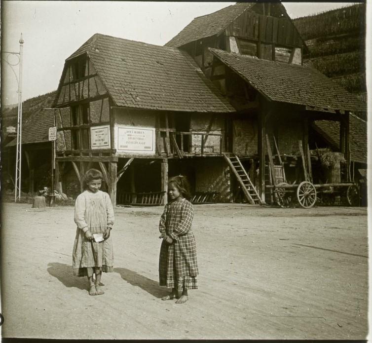 1907. Пригород. Старый кирпичный завод. Мои гиды - Анна Якоб и Генриетта Бём.  Германия. Тюркхайм