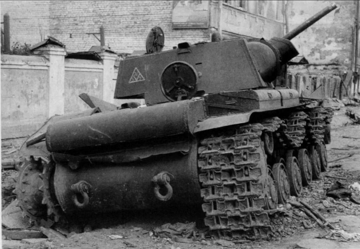 1941. Подбитый КВ-1