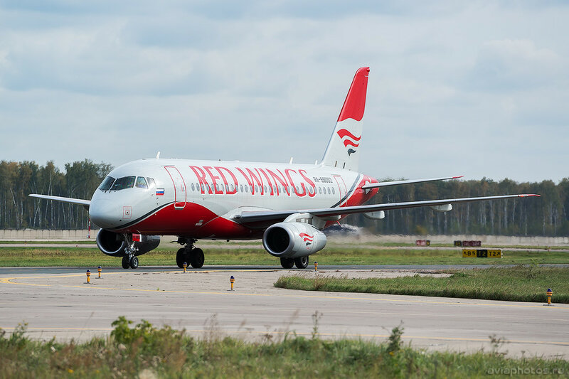Sukhoi Superjet 100-95B (RA-89002) Red Wings 304_D801312