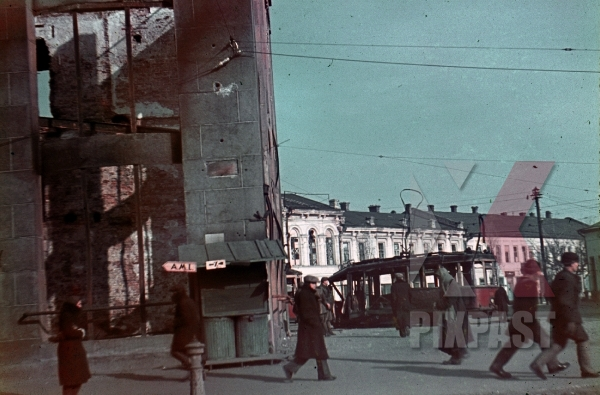 stock-photo-ww2-color-ukraine-kharkov-1941-captured-city-bombed-tram-peasents-road-signs-destroyed-buildings-7986.jpg