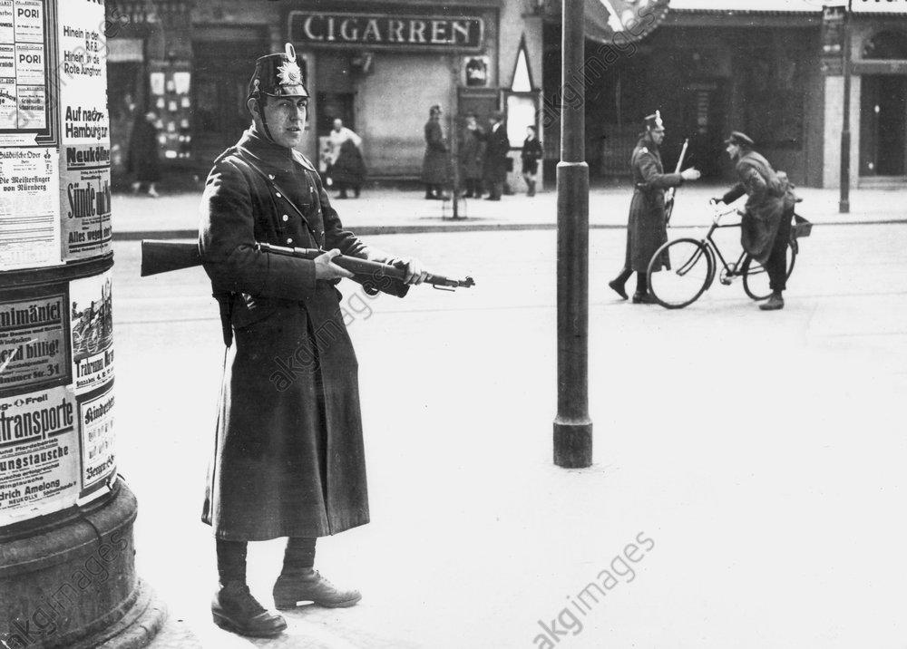 Polizeikontrolle 1.Mai 1929 Berlin - -