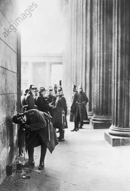 Polizei am Brandenburger Tor 1932 - Police at Brandenburg Gate /Photo/ 1932 -