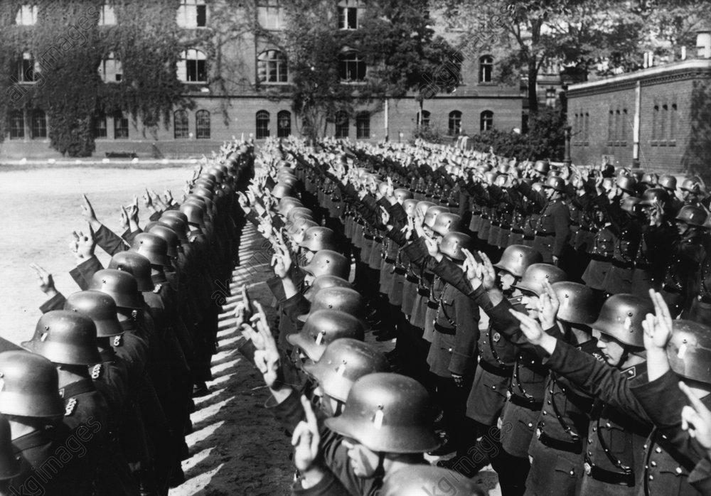Vereidigung der Polizei auf den Fьhrer - Police swear allegiance to the Fьhrer -