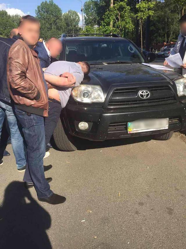При получении $150 тысяч взятки задержан сотрудник НАБУ в Сумской области. ФОТО