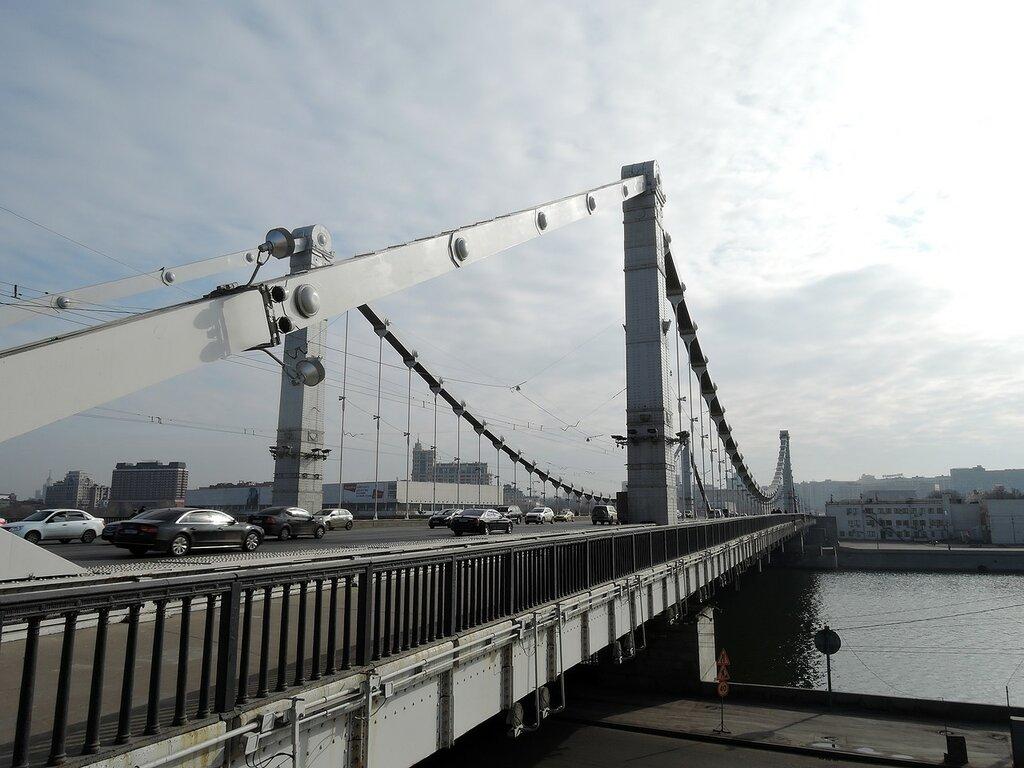 Крымский мост и Москва-река