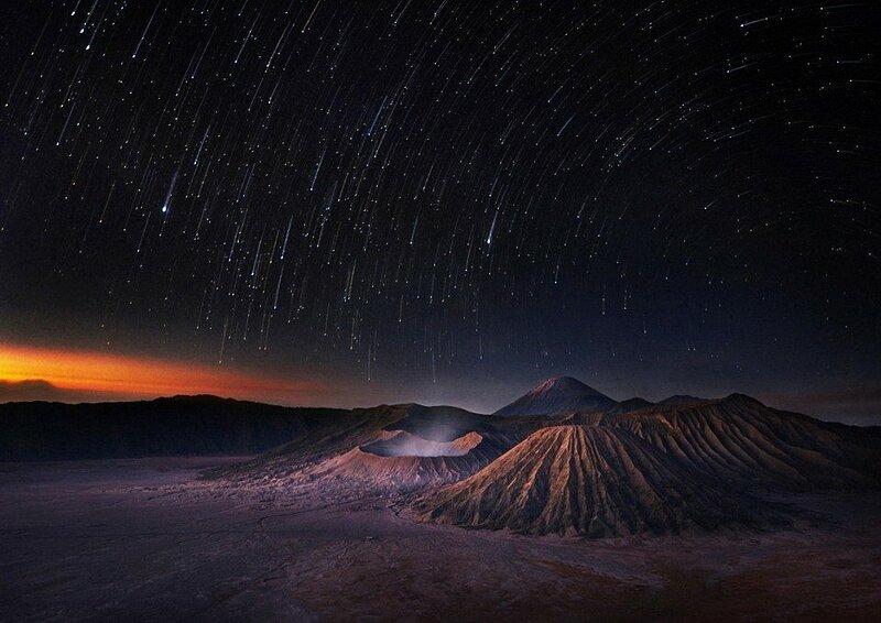 На снимке три вулкана