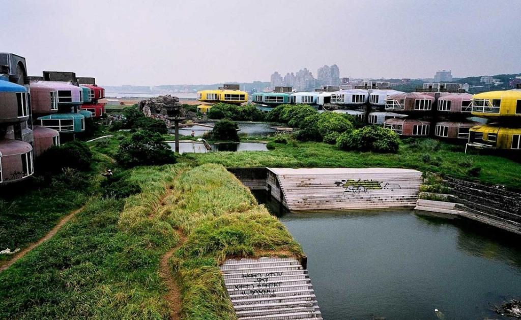 Городок Сан Жи должен был стать настоящим раем для местных финансовых воротил: футуристичные дома, т