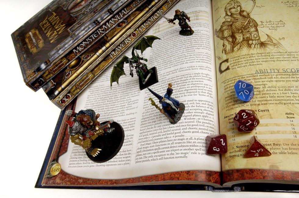 Игра Dungeons and Dragons В игре Dungeons and Dragons участники принимают на себя различные роли, со