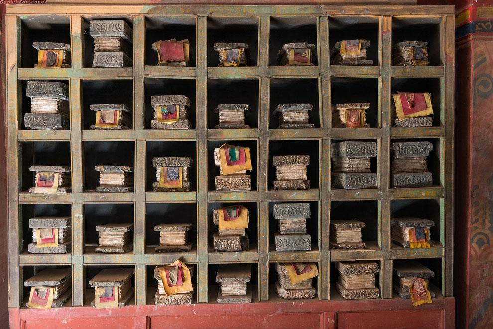 Из буддийского храма мы попадаем прямиком на рынок рабов из «Гладиатора». Где-то, в одной из эт
