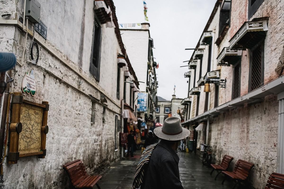 9. Вообще, в закоулках Старого города несложно запутаться. Поэтому везде висят карты с указанием тог