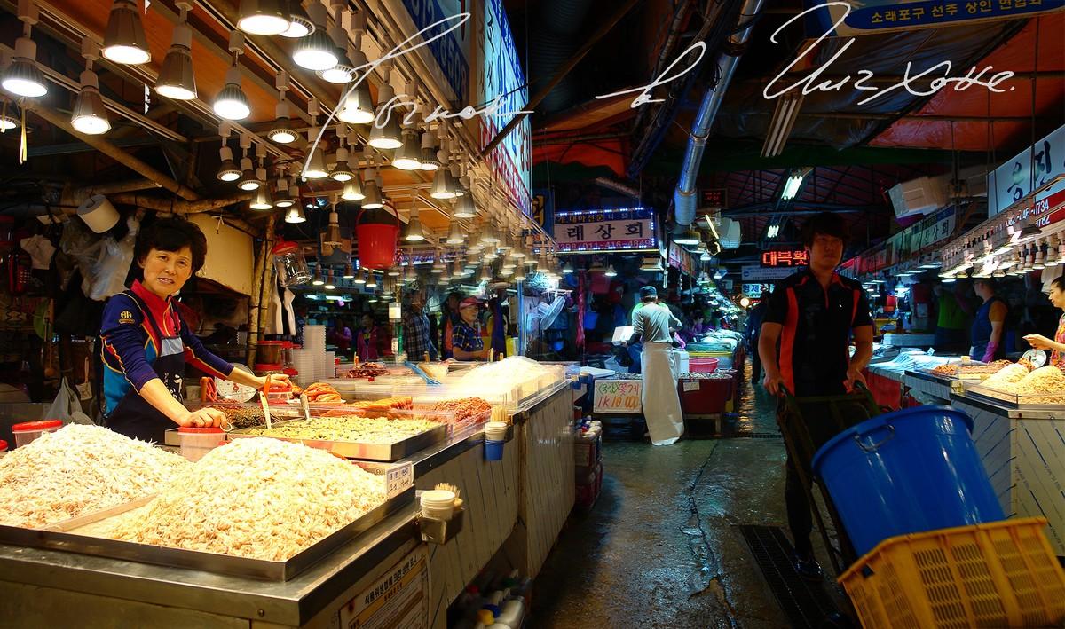 19. За закусью на рыбный рынок.