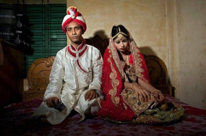 Согласно данным Международного центра по исследованию женщин, индианки, вступившие в брак до 18 лет,