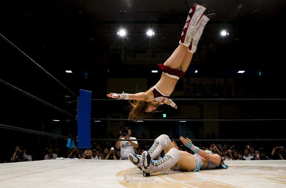 Безумные снимки о японском женском рестлинге, от которых становится не по себе