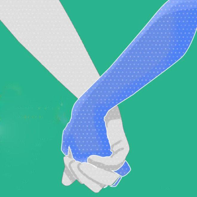 Пары, которые держатся за руки таким способом, имеют очень глубокую связь друг с другом. Таких людей