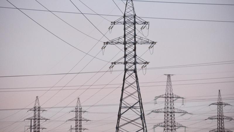 МЧС ЛНР заявляет, что неизвестные подорвали опору линии электропередачи