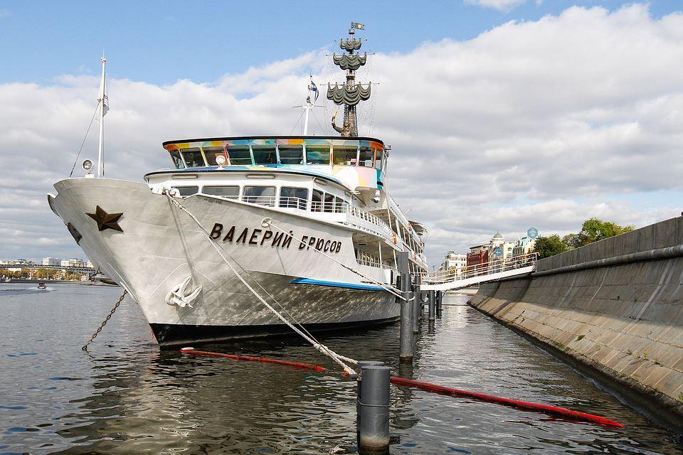 Теплоход «Валерий Брюсов» уберут отКрымской набережной