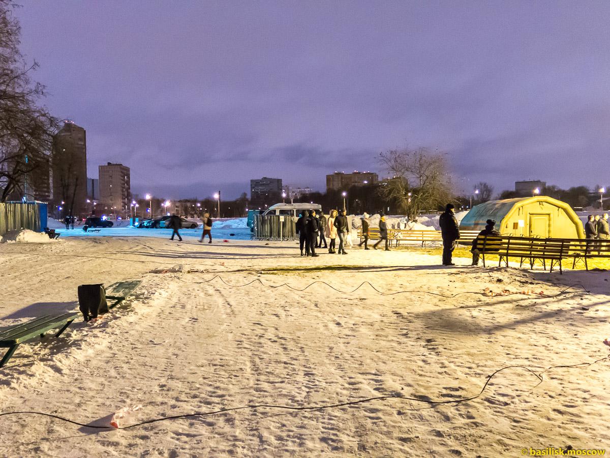 Крещенские купания в Тимирязевском парке. Большой садовый пруд. 19 января 2017