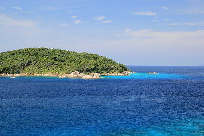 Вид с обзорной точки на острове Similan в сторону острова Bangu - Снорклинг-тур на острова Симилан