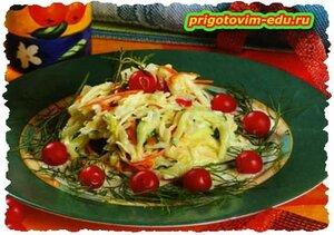 Салат с капустой ,огурцом и вишней