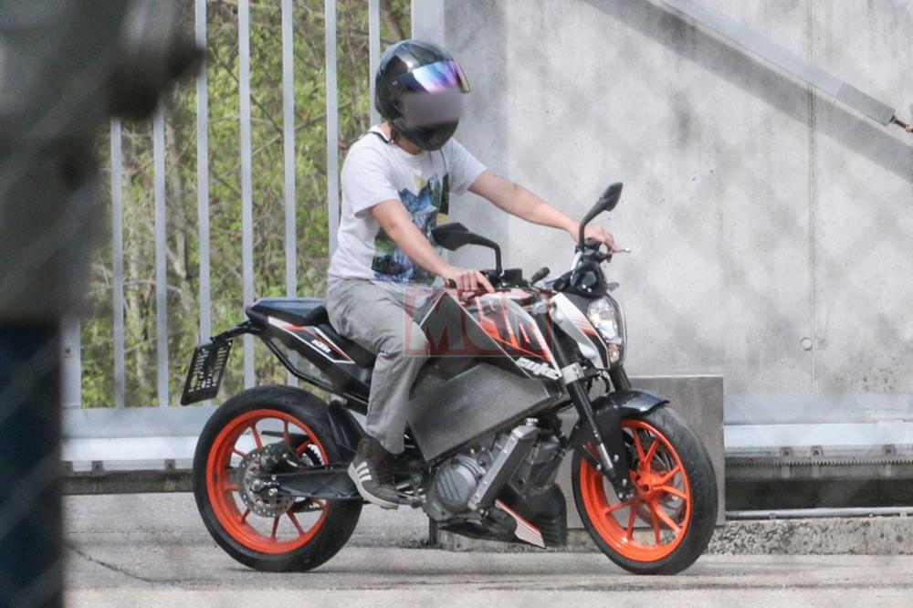 Шпионские фото электроцикла  KTM Duke
