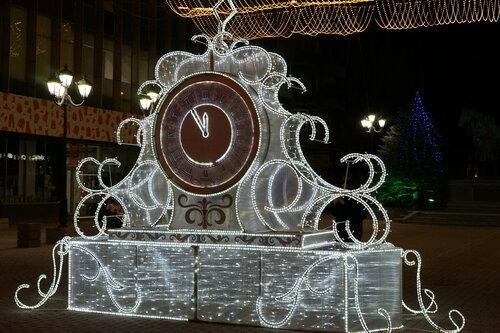 Новогодние часы на Университетском