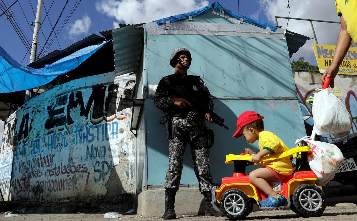 А я плевать на все хотел!: Крутой парнишка и суровый бразильский полисмен