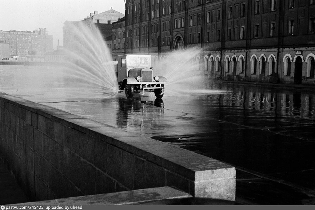 245425 Утренняя Москва Болотная улица кон. 40-х С.О.Фридлянд.jpg