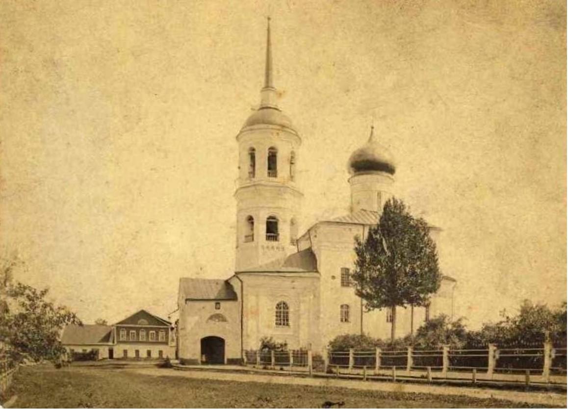 На территории монастыря.1885