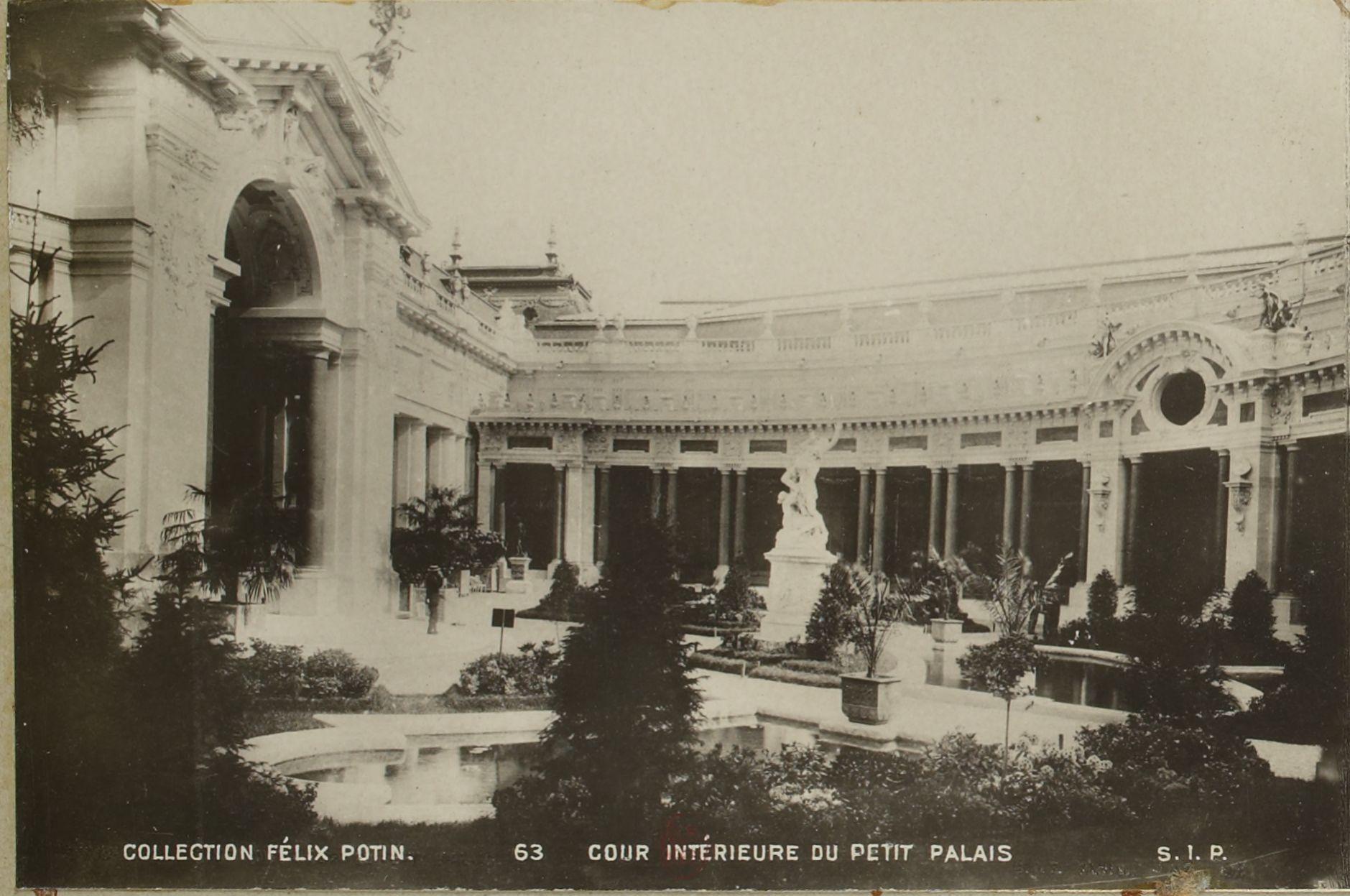 Малый дворец (Пти пале). Внутренний двор