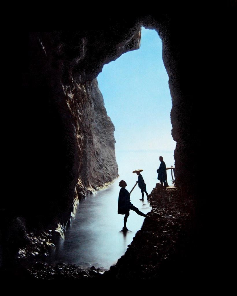 Эносима. Вид из пещеры