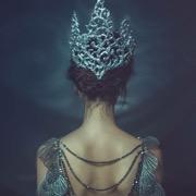 женщина в короне